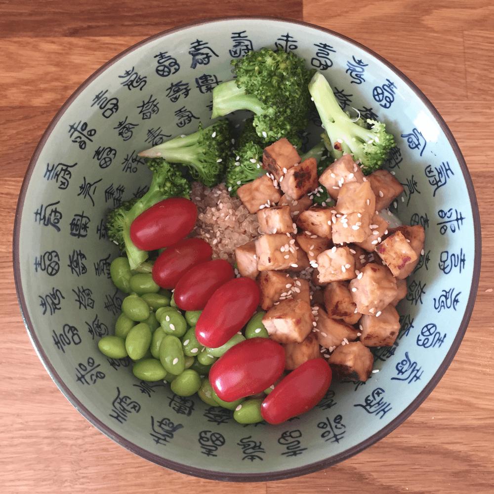 Tempeh vegan bowl